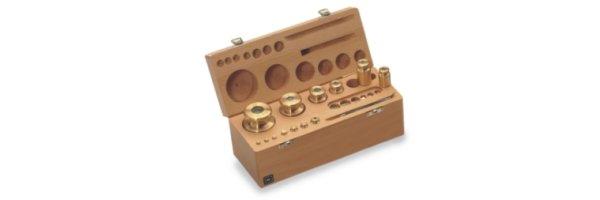 M1 Gewichtssätze Knopfform Messing im Holz Etui