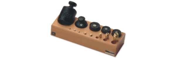 M3 Gewichtssätze, Knopf- und Zylinderform im Holzblock